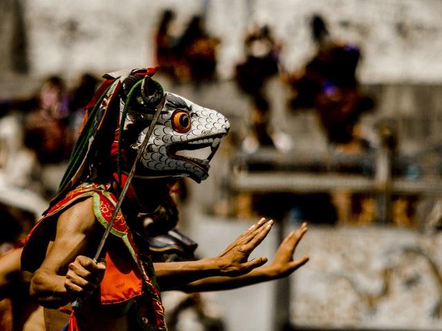 Dans i ritualmask